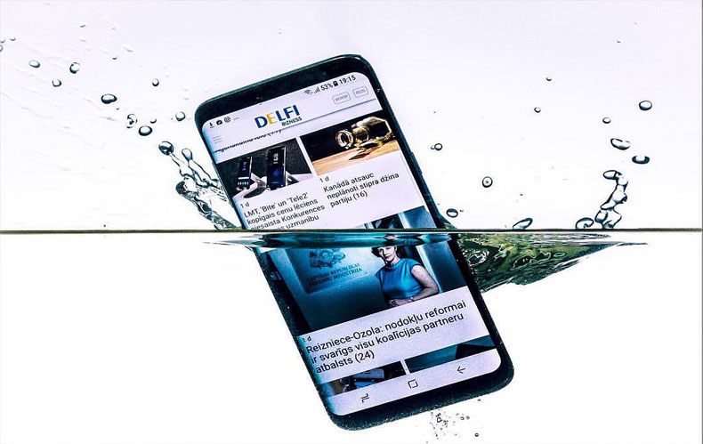 make smartphone waterproof